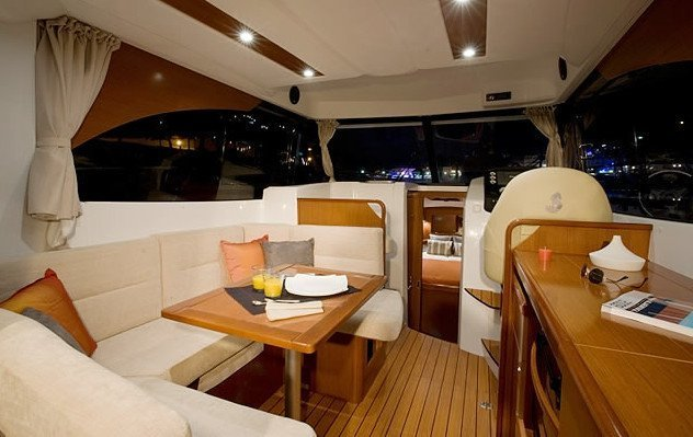 ANTARES 32 FLY. Luxury yacht in Sardinia