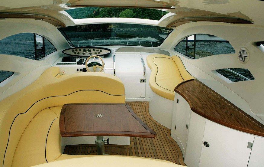BLU MARTIN 46 HT Barca a motore interni in affitto