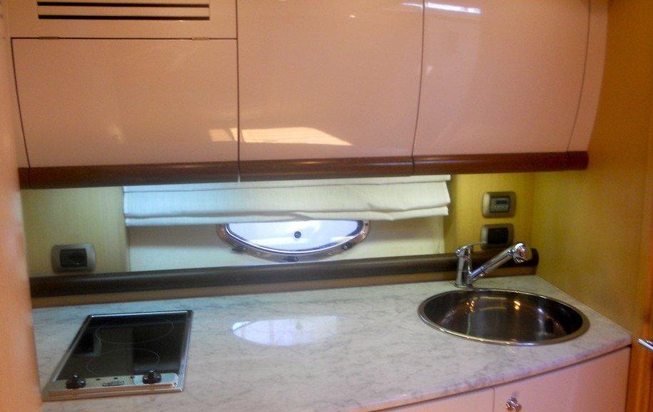 BLU MARTIN 46 cucina su barca a motore