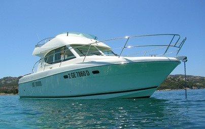 PRESTIGE 32. Charter barca a motore a Cannigione.