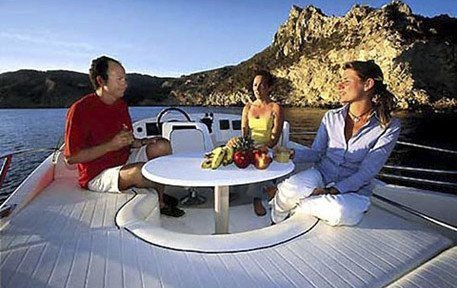 PRESTIGE 32. Relax e divertimento su una barca a motore a Cannigione.