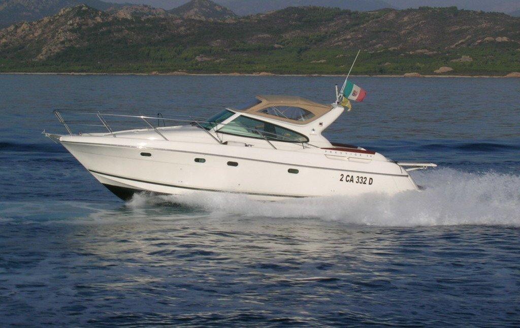 PRESTIGE 34. rent yacht a Cannigione, Sardinia.