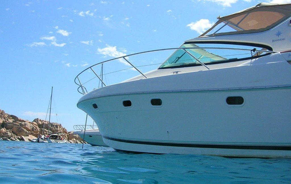 PRESTIGE 34. Noleggio barca a motore in Sardegna.