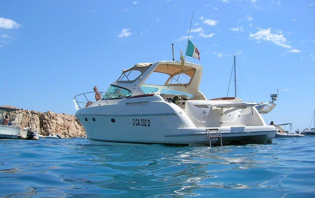 PRESTIGE 34. Noleggio yacht a Cannigione, acque splendide