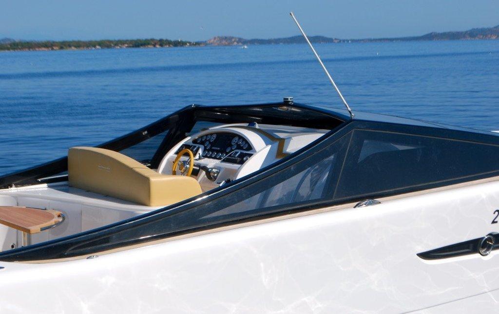 BARRACUDA 42. Charter yacht a Cannigione.