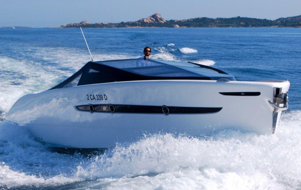 BARRACUDA 42. Charter yacht a Cannigione Having fun in Sardegna.