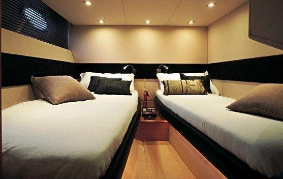 ATLANTIS 54. Camera da letto barca Sardegna