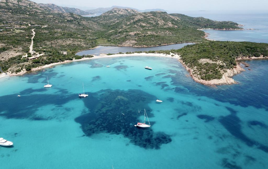 Vermieten Sie einen Yacht um Sardinien zu entdecken